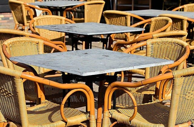 Table et plateau, piétement extérieur