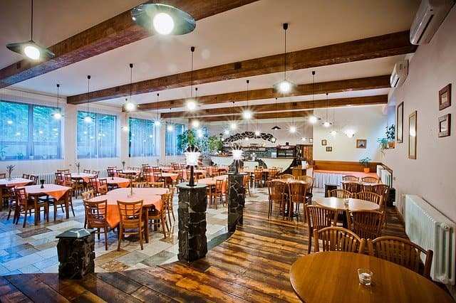 Table et piétements pour salle restaurant